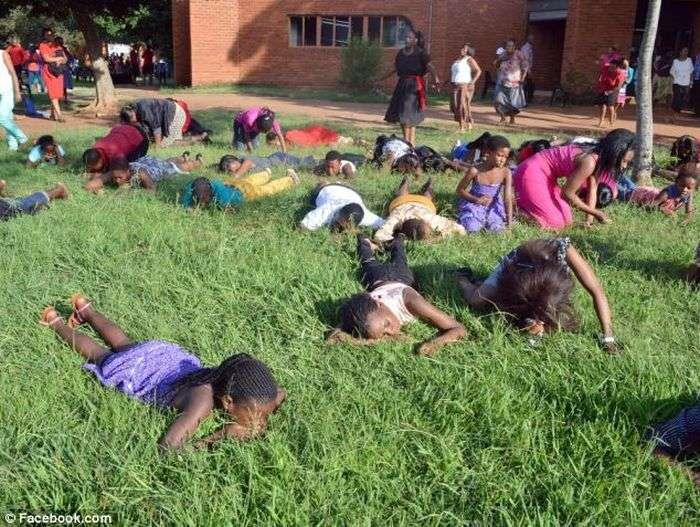 Проповідник закликав є газон (8 фото)