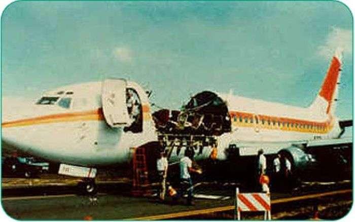 243 Алоха Ерлайнз: неймовірна посадка пошкодженого літака (11 фото)