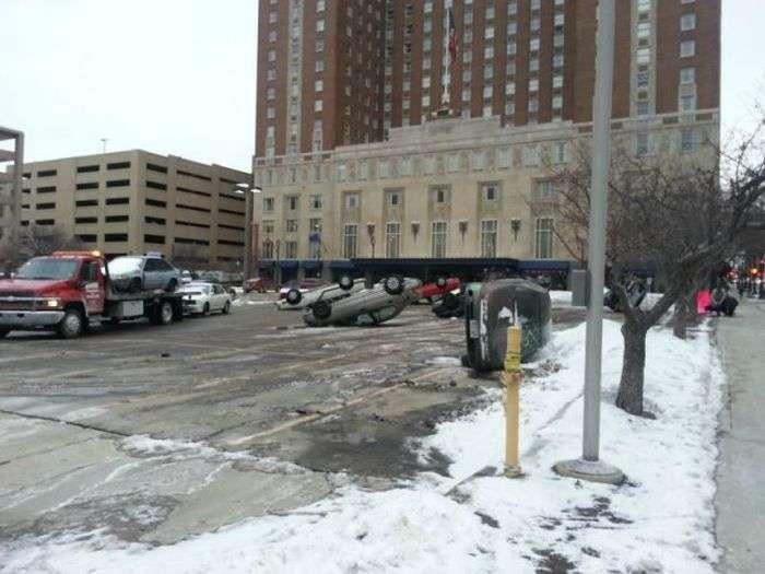 Дивний випадок на парковці (4 фото)