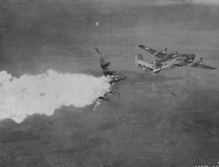 Архівні фотографії підбитих літаків (24 фото)