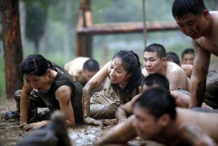 Підготовка китайських дівчат до роботи елітними охоронцями (11 фото)