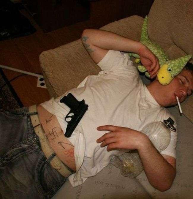 Не залишайтеся ночувати у друзів (39 фото)