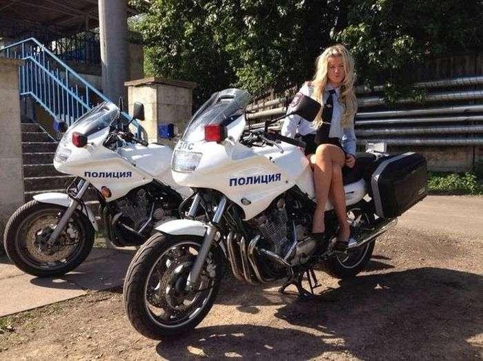 Дочка начальника ОГИБДД Санкт-Петербурга любить ганяти за кермом (10 фото + відео)