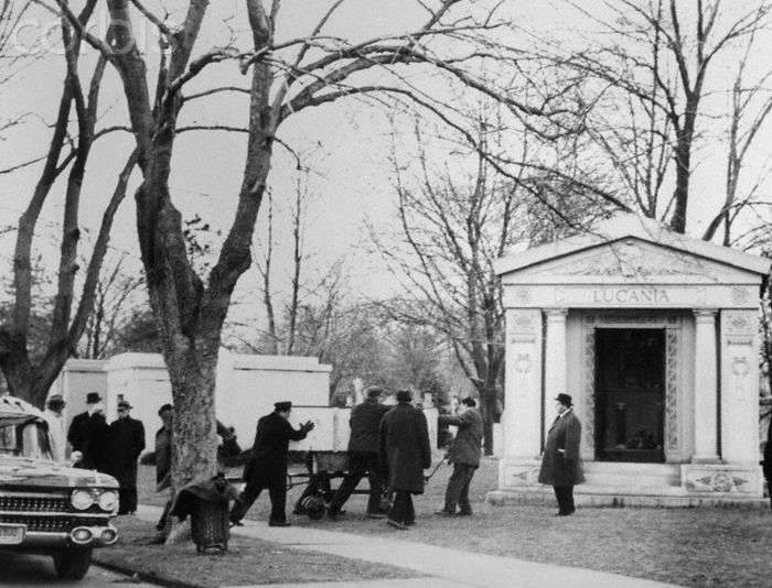 Кладовище членів мафії Нью-Йорка (25 фото + відео)