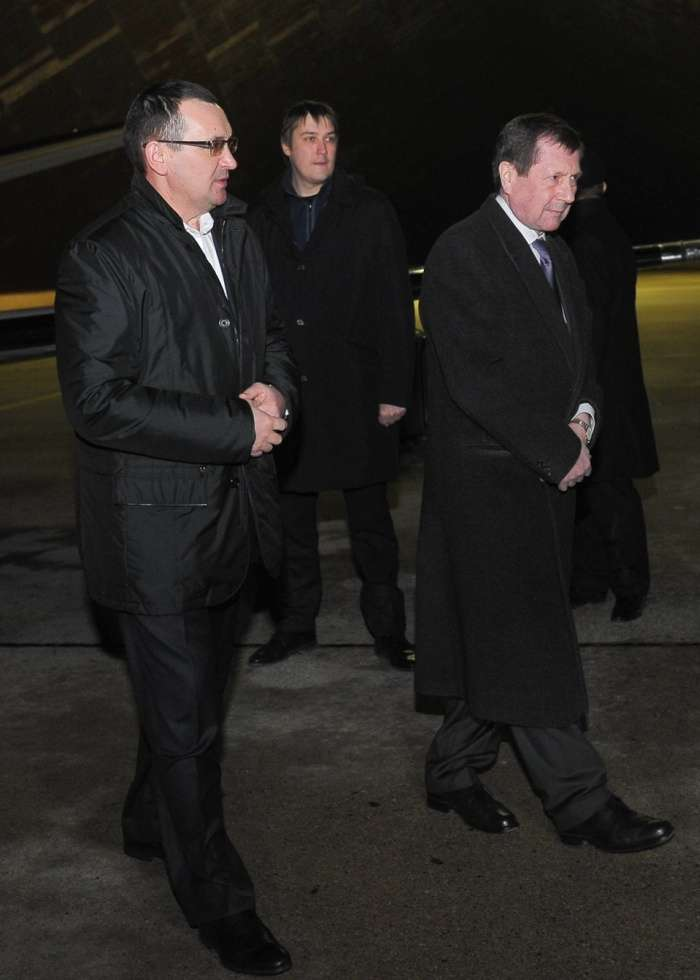 З фотографії глави Мінсільгоспу прибрали в фотошопі літаків (5 фото)