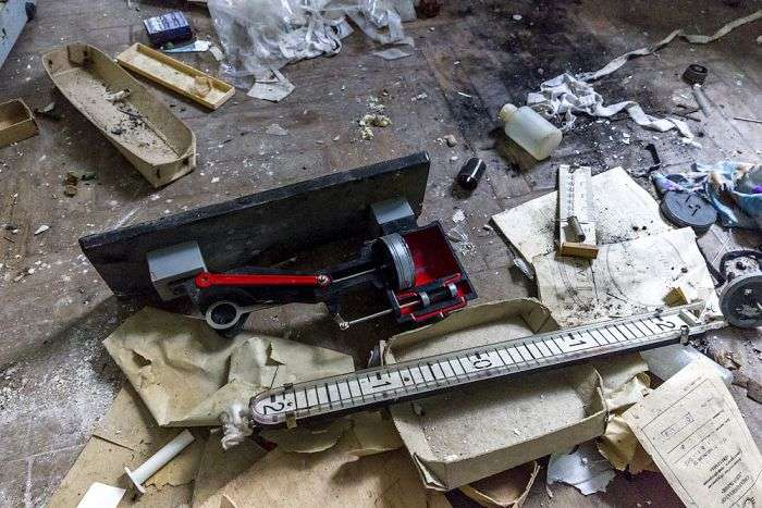 Покинута школа в Підмосковї (46 фото)