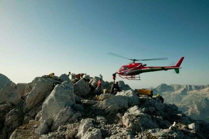 Чілаут для альпіністів на вершині Альп (19 фото)