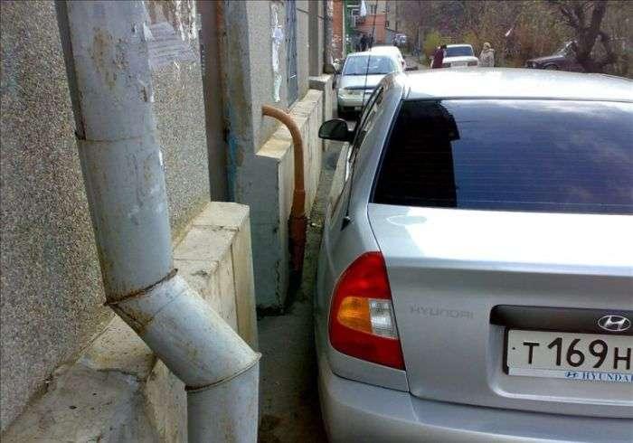 Знахабнілий водій або як не потрібно паркуватися (5 фото)
