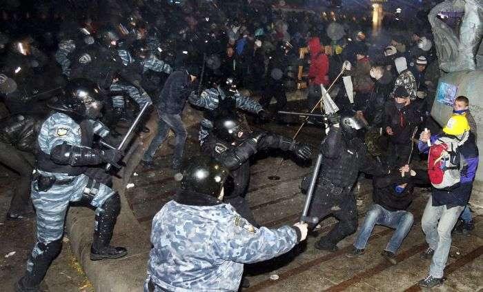 Кадри протесту на Площі Незалежності в центрі Києва (30 фото)