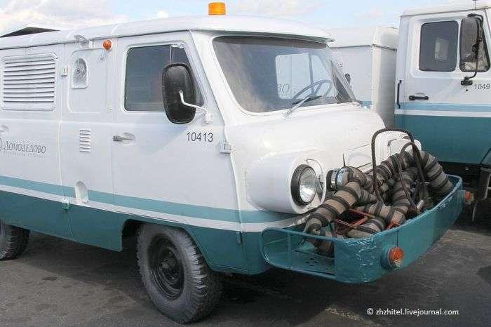 Незвичайний УАЗик з двигуном від літака (12 фото)