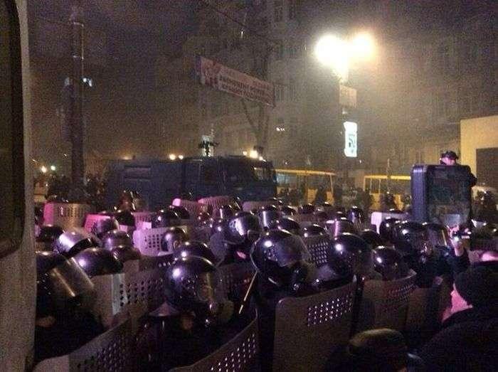 Євромайдан перейшов до політики нападу (25 фото + відео)