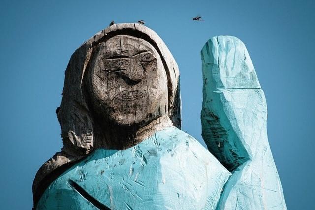 Статуя Мелании Трамп в Словении Всячина