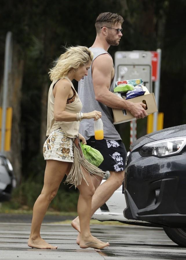 Сладкая парочка в Австралии chris hemsworth