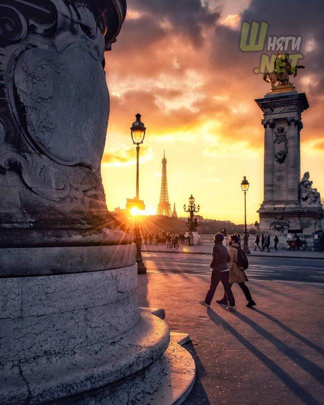Яркие краски над Парижем париж
