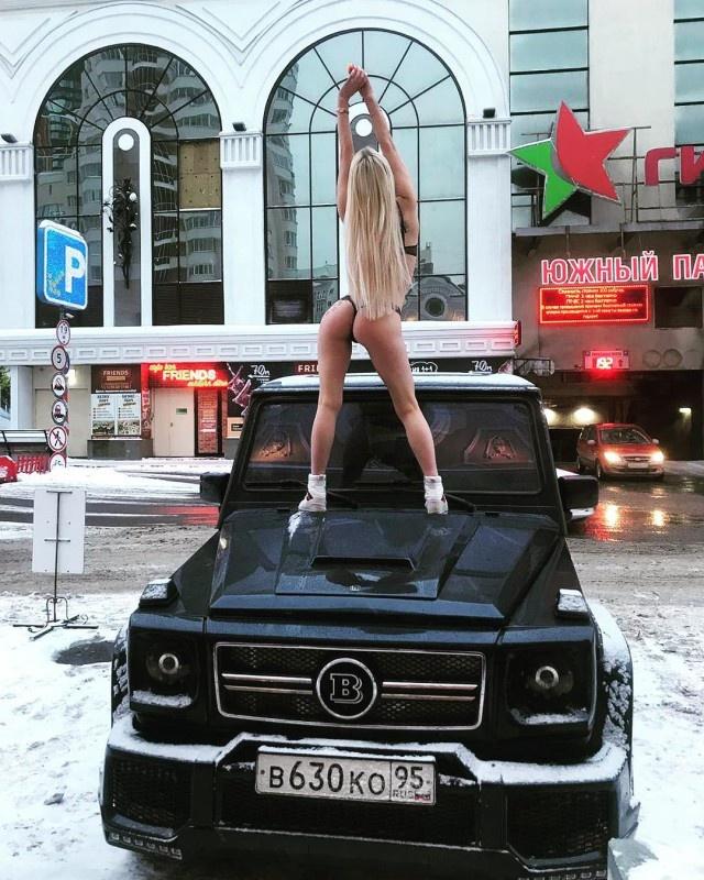 Яна Шевцова опубликовала фотосессию на капоте внедорожника, чем оскорбила жителей Чечни Всячина