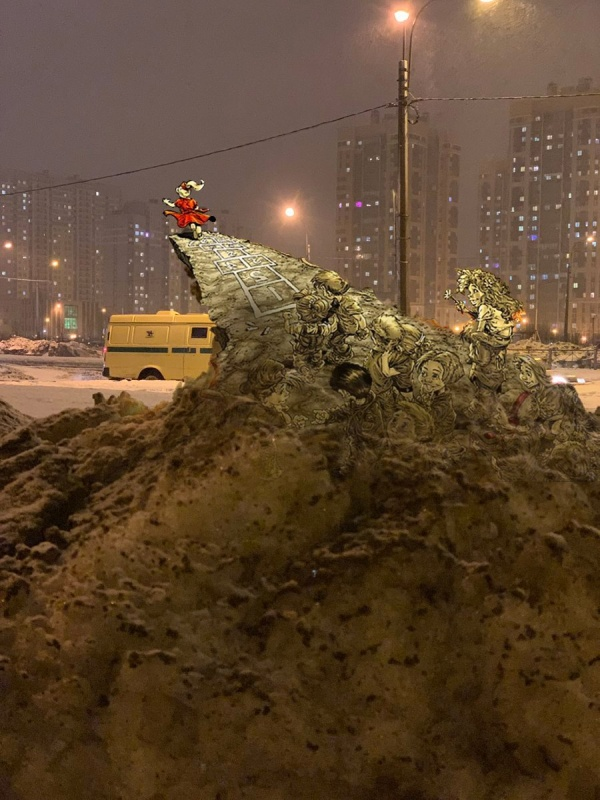 Сугроб в Санкт-Петербурге стал героем фотожаб юмор