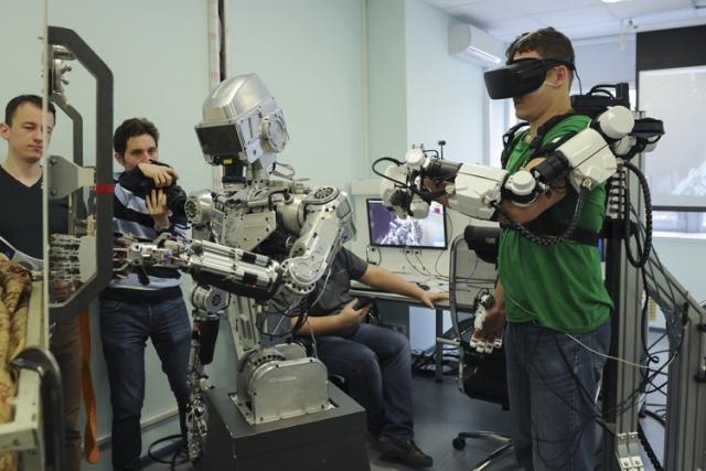 Российский антропоморфный робот для выполнения сложных задач в космосе. МиР