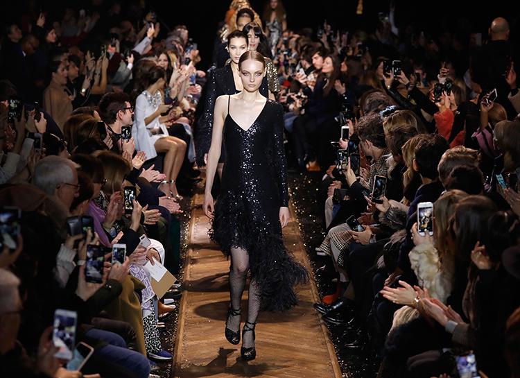 Майкл Дуглас и Кэтрин Зета-Джонс с дочкой, Кейт Хадсон, Приянка Чопра и другие на показе Michael Kors Мода / Новости моды