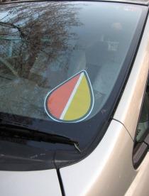 Что означают наклейки на кузовах и стеклах автомобилей? наклейки на автомобиле