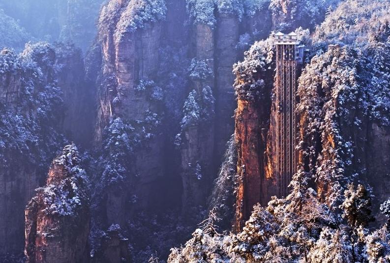 Bailong Elevator – самый высокий лифт в мире, поднимающий туристов на вершину скалы авиатур