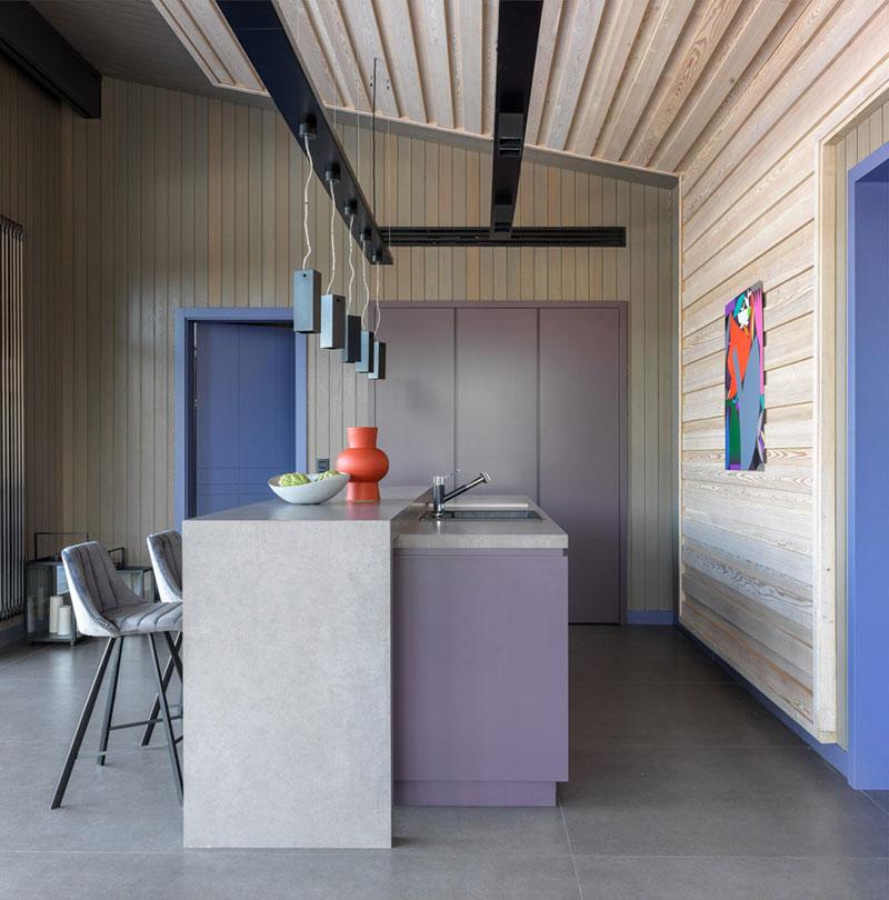 Современный деревянный дом отдыха с баней и камином в Подмосковье деревянный дом