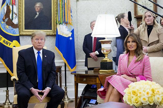 Дональд и Мелания Трамп встретились с президентом Колумбии и его супругой в Белом доме Новости