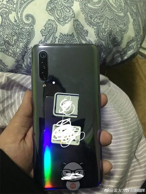Опубликованы фотографии и характеристики флагманского смартфона Xiaomi Mi 9 новости