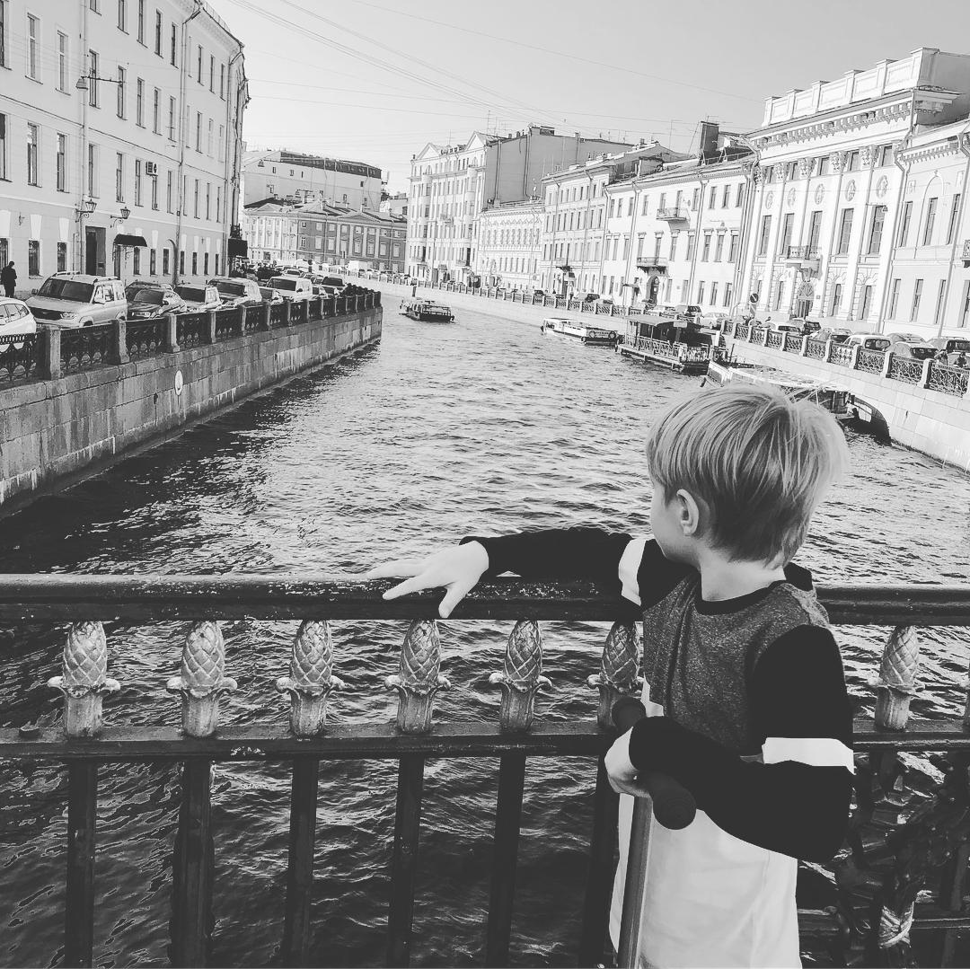 Максим Матвеев занялся скалолазанием вместе со старшим сыном Звездные дети
