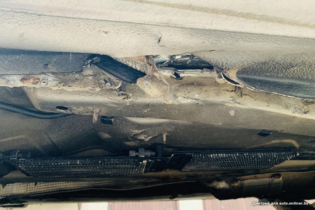 На трассе кузов пробил металлический предмет. Водитель: