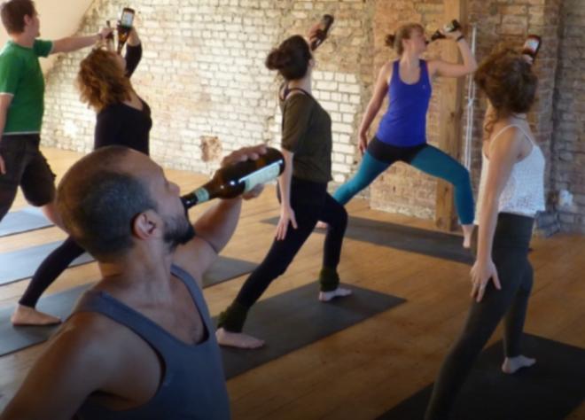 21 фотография людей в необычных позах, которым могут позавидовать даже йоги интересное