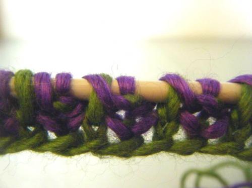 Как связать двухцветную бриошь резинку вязание спицами