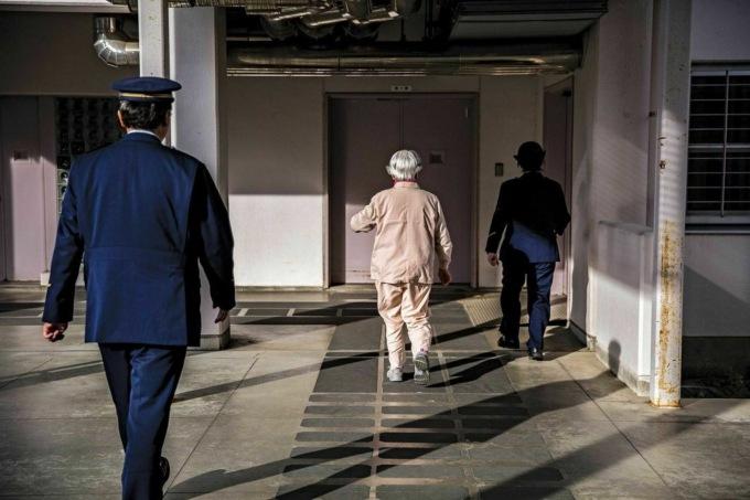 Без надежды на родных: почему пенсионеры в Японии стремятся попасть в тюрьму интересное