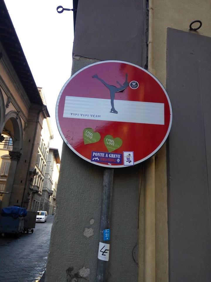 Необычный подход властей Флоренции к дорожным знакам