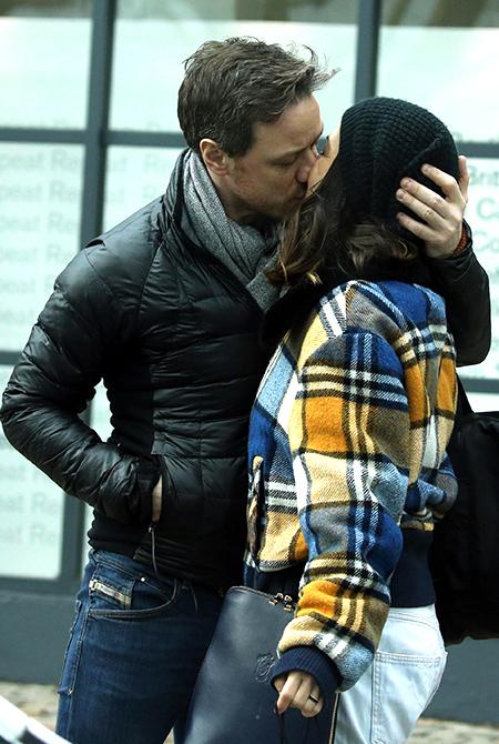 Сладкий февраль: Джеймс МакЭвой на романтической прогулке с подругой Лизой Либерати Звезды / Звездные пары