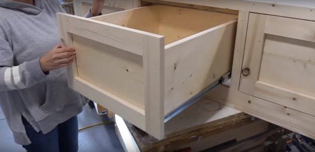 Самая простая тумба с выдвижными ящиками мастерство