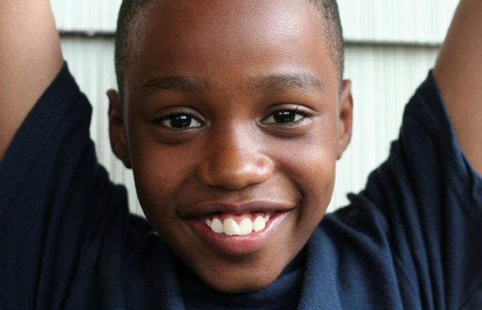 Почему у африканцев темная кожа, если все темное нагревается на солнце гораздо сильнее жизненное